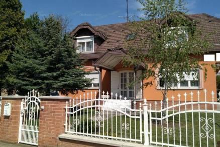 Szolnoki családi ház eladó, 154 négyzetméteres