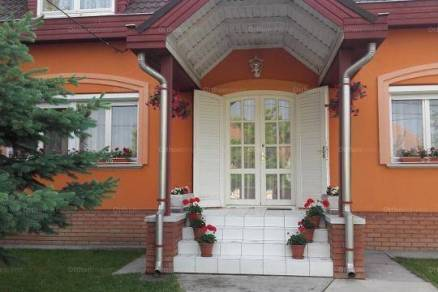 Szolnoki eladó családi ház, 6 szobás, 160 négyzetméteres