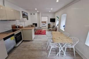 Pécsi eladó családi ház, 2 szobás, 65 négyzetméteres