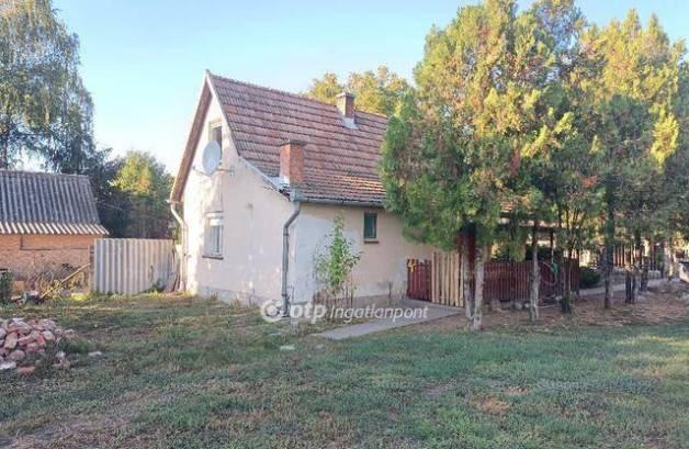 Tiszaföldvár 2 szobás családi ház eladó
