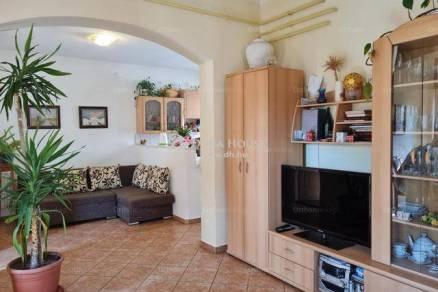 Veszprémi eladó családi ház, 3 szobás, 100 négyzetméteres