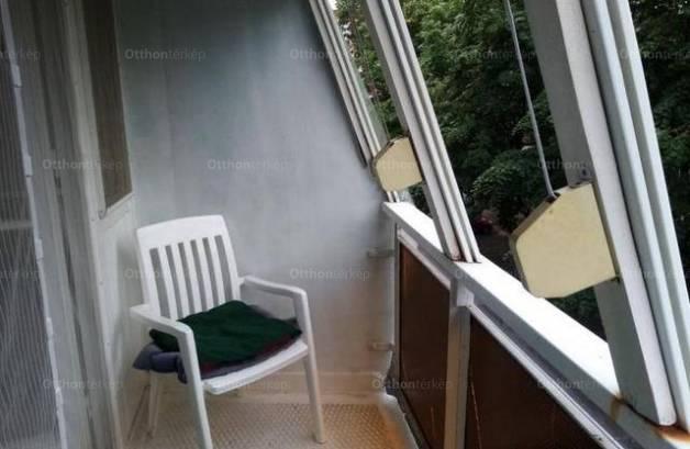 Eladó lakás Pécs, 2+1 szobás