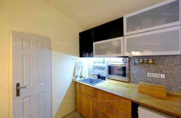 Pécsi lakás eladó, 96 négyzetméteres, 2 szobás