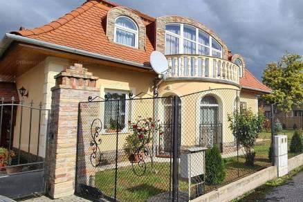 Szegedi családi ház eladó, 130 négyzetméteres, 4 szobás