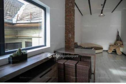 Eladó családi ház Budapest, 11 szobás