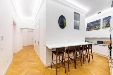 Budapesti kiadó lakás, 5 szobás, 150 négyzetméteres