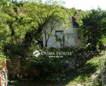 Pécsi eladó családi ház, 1+1 szobás, 50 négyzetméteres