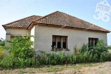 Eladó 2 szobás családi ház Kecskemét