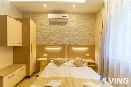 Szeged családi ház eladó, 18 szobás