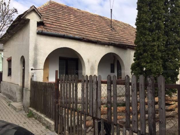 Eladó ház Mány, Rákóczi Ferenc utca, 2 szobás