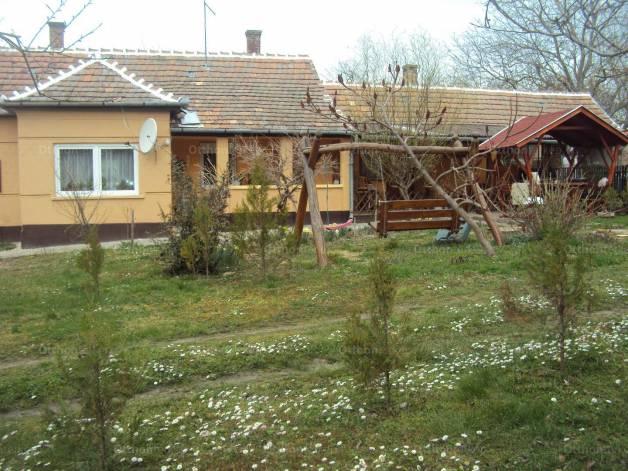 Eladó családi ház, Nikla a Berzsenyi Dániel utcában, 2+1 szobás