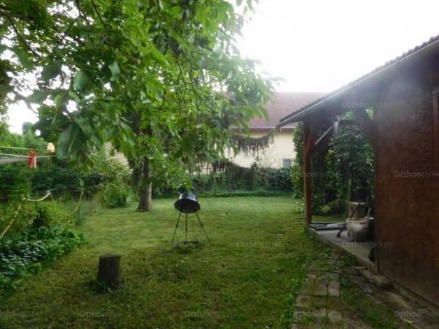 Budapesti eladó családi ház, 4 szobás, 102 négyzetméteres