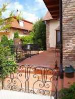 Szentendrei családi ház eladó, 240 négyzetméteres, 5+1 szobás