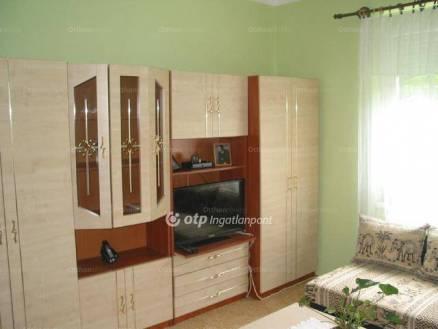 Eladó 2 szobás lakás Komló